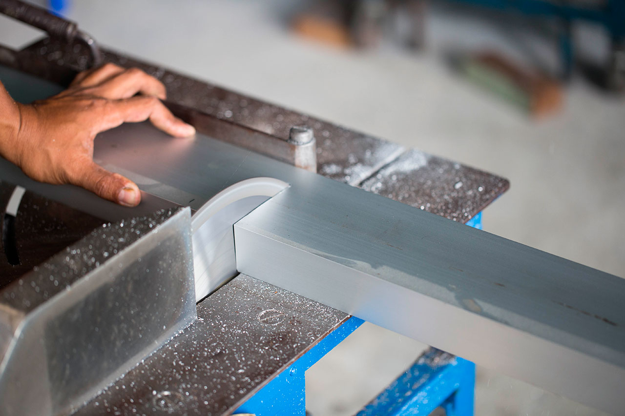 Corte de aluminio con sierra